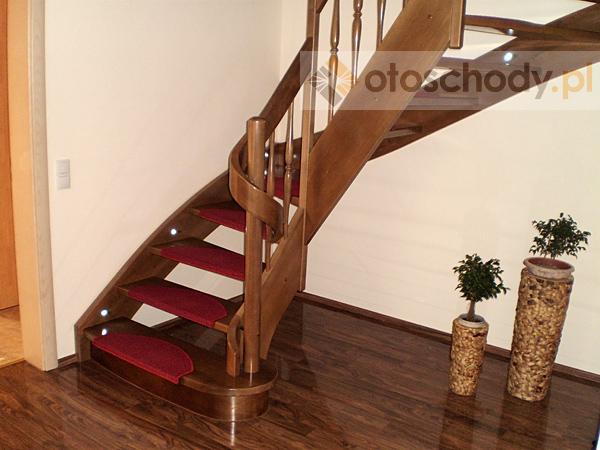 Nowoczesne schody drewniane – pielęgnacja.