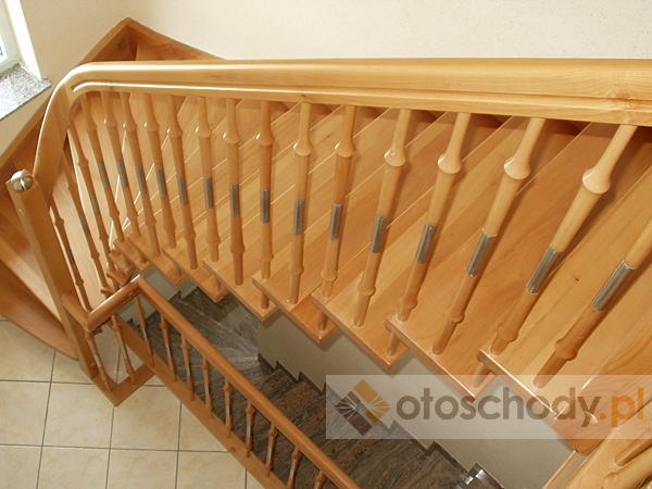Schody drewniane kręcone czy proste, jakie wybrać?